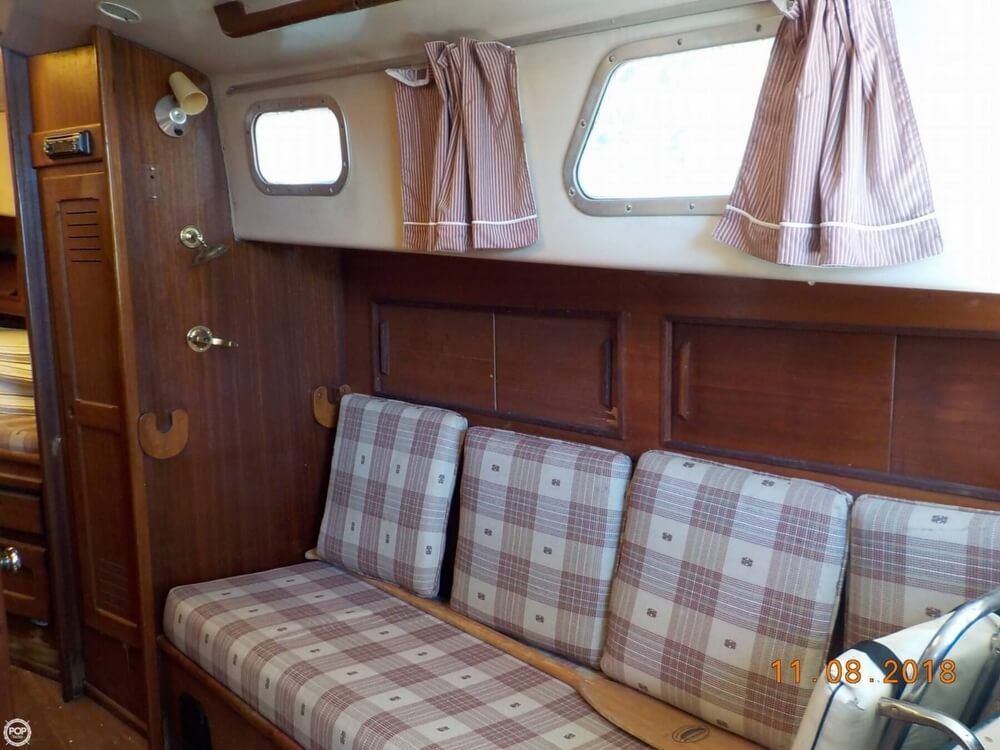 1976 Bristol boat for sale, model of the boat is 32 & Image # 33 of 40