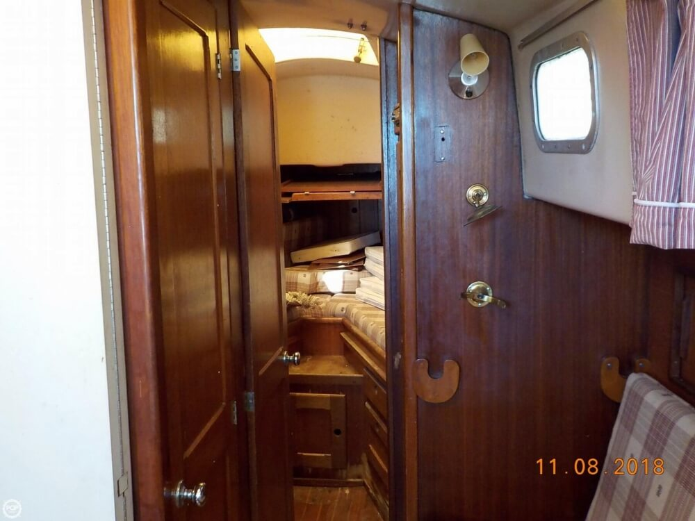 1976 Bristol boat for sale, model of the boat is 32 & Image # 34 of 40