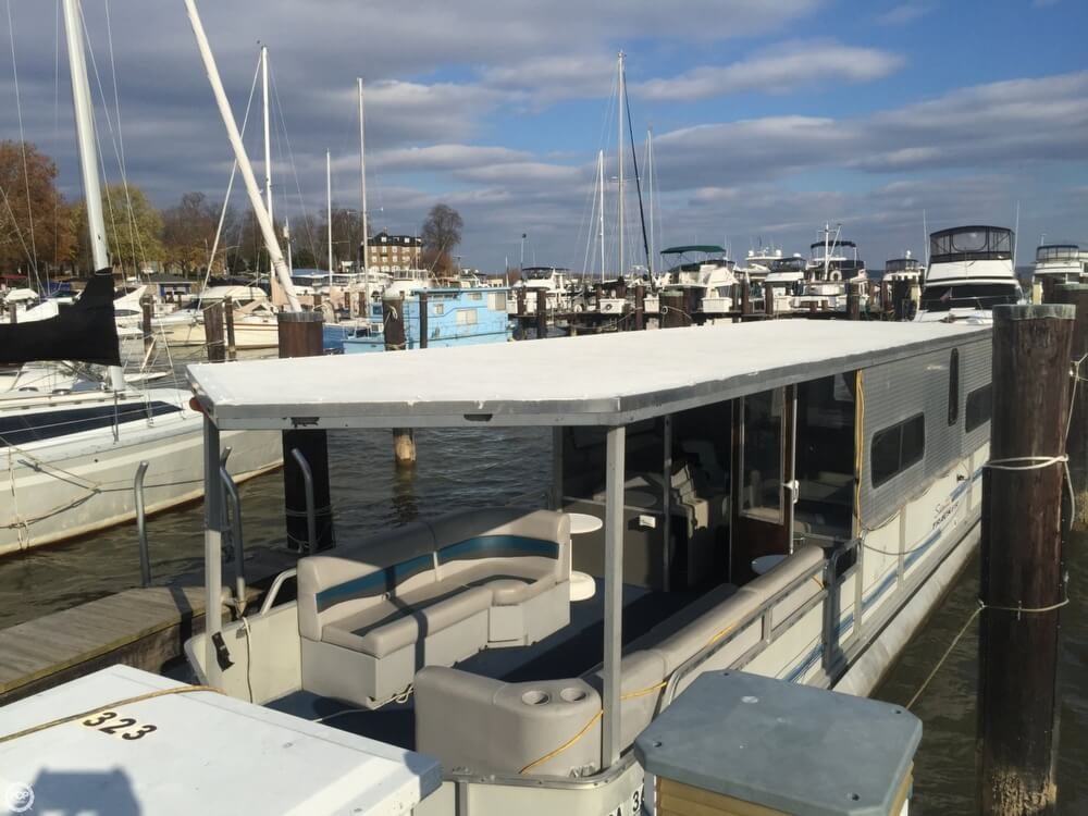 1993 Tracker Boats boat for sale, model of the boat is PartyHut30 & Image # 7 of 41