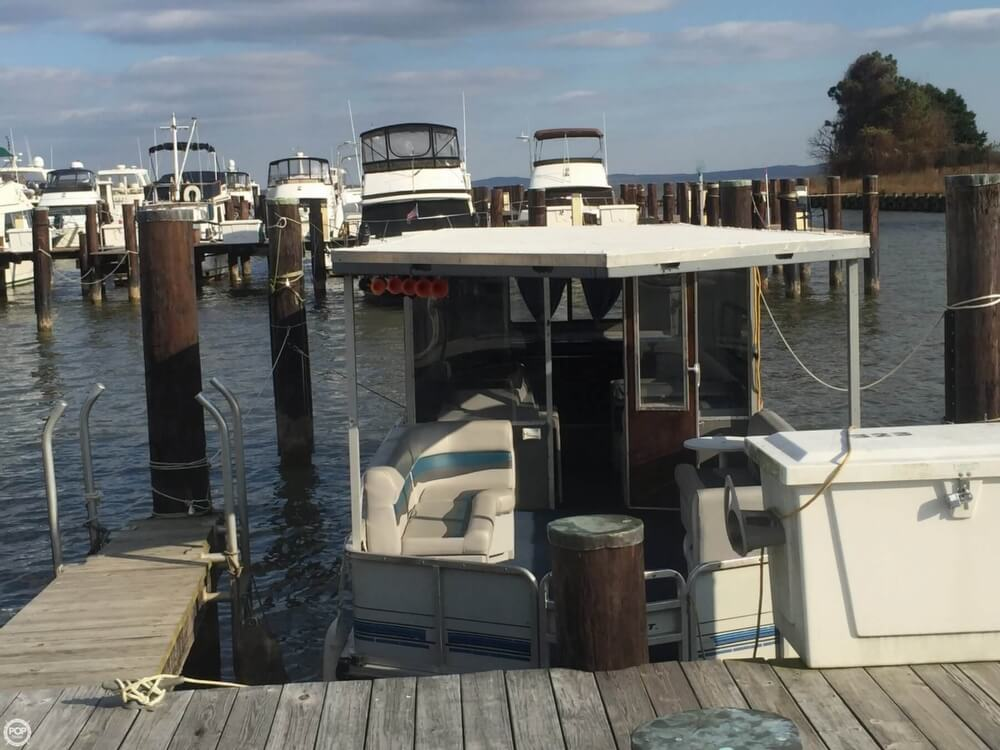 1993 Tracker Boats boat for sale, model of the boat is PartyHut30 & Image # 8 of 41