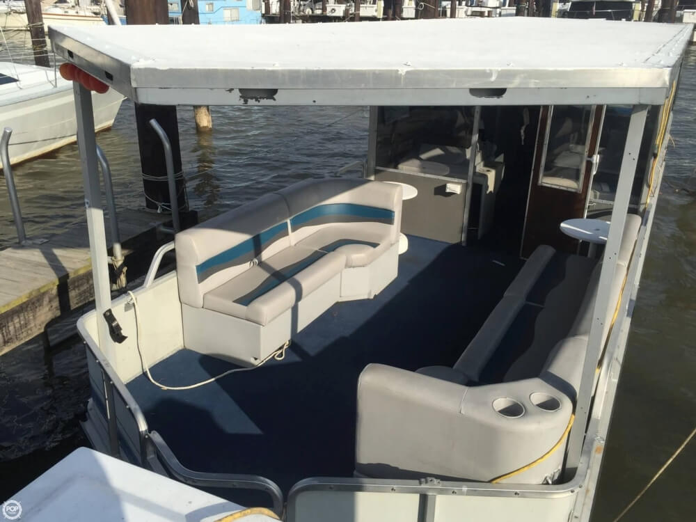 1993 Tracker Boats boat for sale, model of the boat is PartyHut30 & Image # 9 of 41