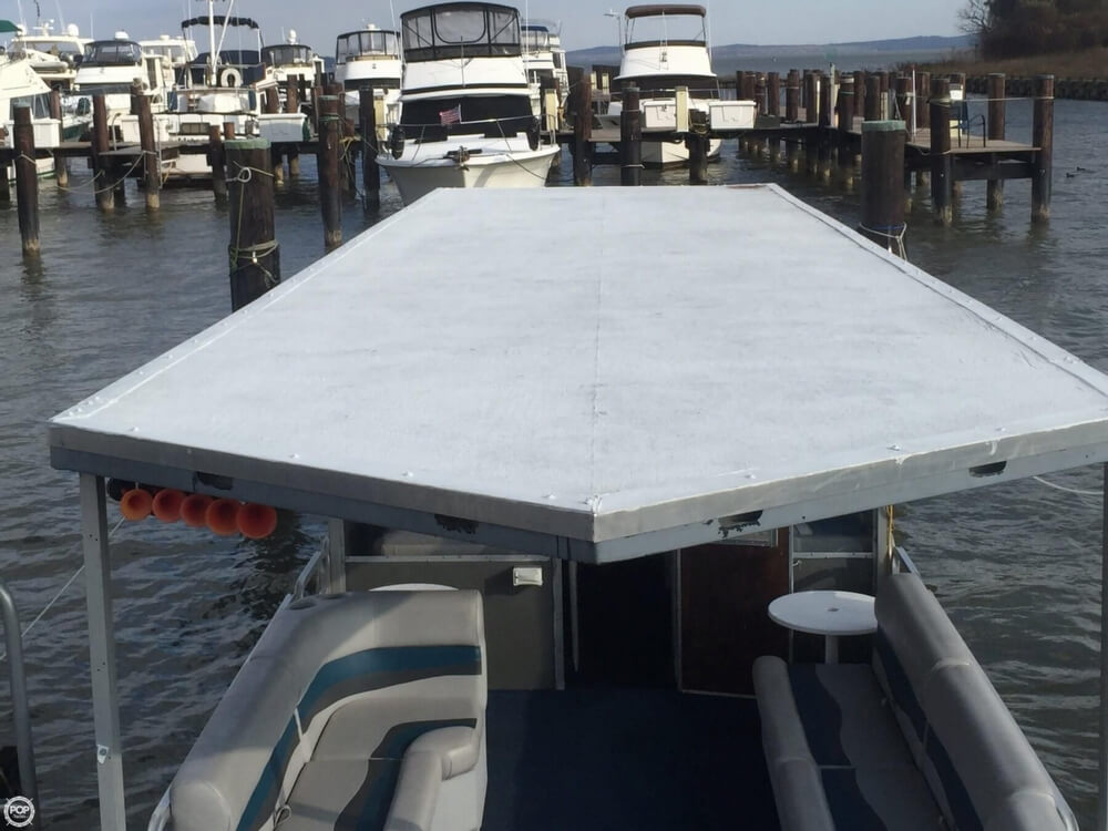 1993 Tracker Boats boat for sale, model of the boat is PartyHut30 & Image # 11 of 41