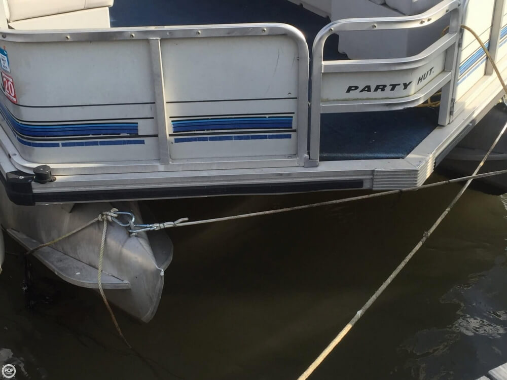 1993 Tracker Boats boat for sale, model of the boat is PartyHut30 & Image # 12 of 41