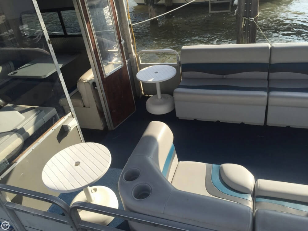 1993 Tracker Boats boat for sale, model of the boat is PartyHut30 & Image # 15 of 41