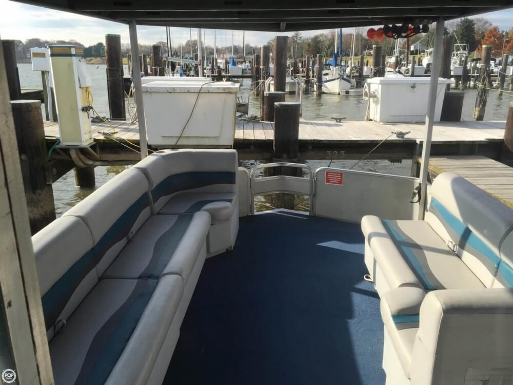 1993 Tracker Boats boat for sale, model of the boat is PartyHut30 & Image # 16 of 41