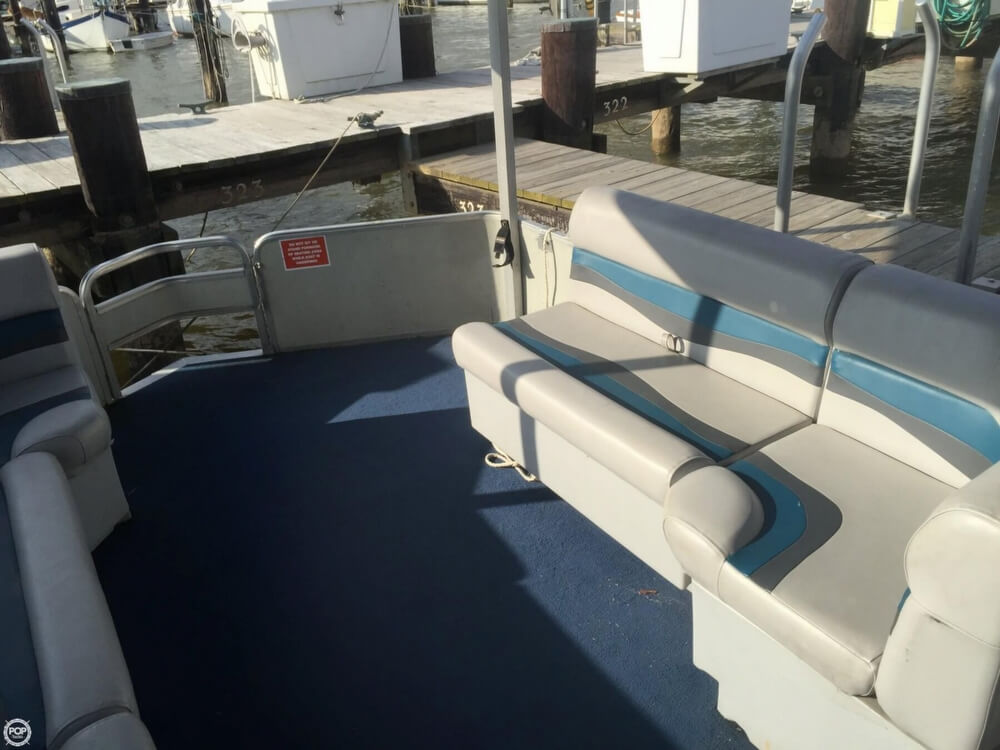 1993 Tracker Boats boat for sale, model of the boat is PartyHut30 & Image # 17 of 41