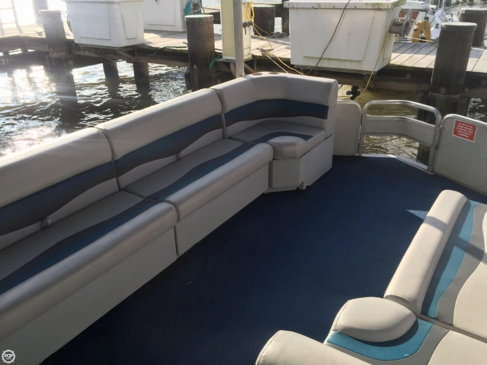 1993 Tracker Boats boat for sale, model of the boat is PartyHut30 & Image # 18 of 41