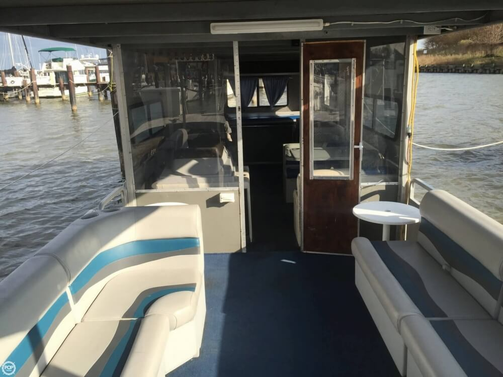 1993 Tracker Boats boat for sale, model of the boat is PartyHut30 & Image # 19 of 41