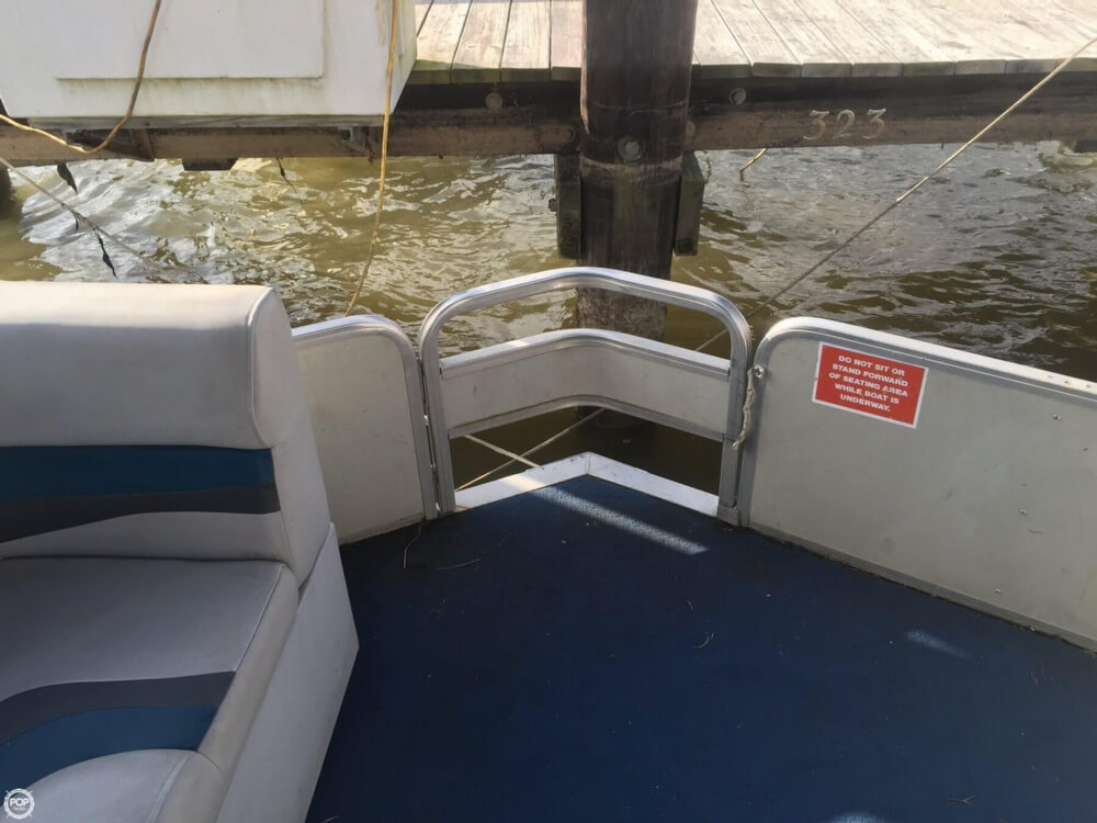1993 Tracker Boats boat for sale, model of the boat is PartyHut30 & Image # 20 of 41
