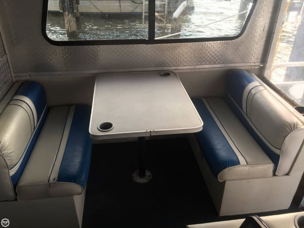 1993 Tracker Boats boat for sale, model of the boat is PartyHut30 & Image # 38 of 41