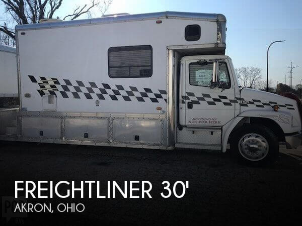 2000 Freightliner Freightliner FL70 United Specialties Toterhome