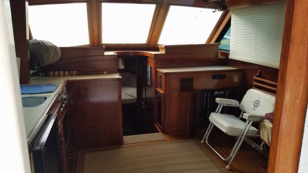 1986 Egg Harbor boat for sale, model of the boat is 33 & Image # 12 of 40