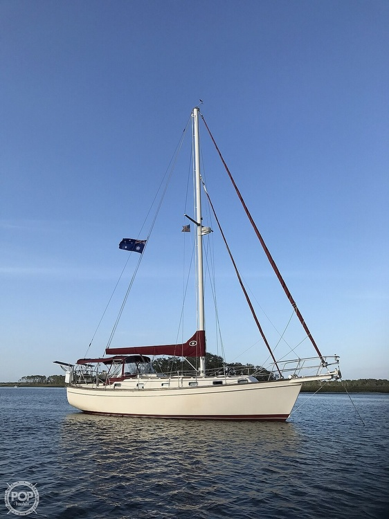 1988 Island Packet boat for sale, model of the boat is 38 & Image # 11 of 40