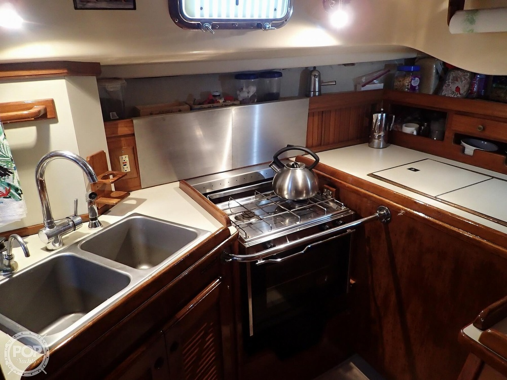 1988 Island Packet boat for sale, model of the boat is 38 & Image # 14 of 40
