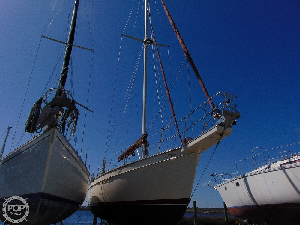 1988 Island Packet boat for sale, model of the boat is 38 & Image # 34 of 40