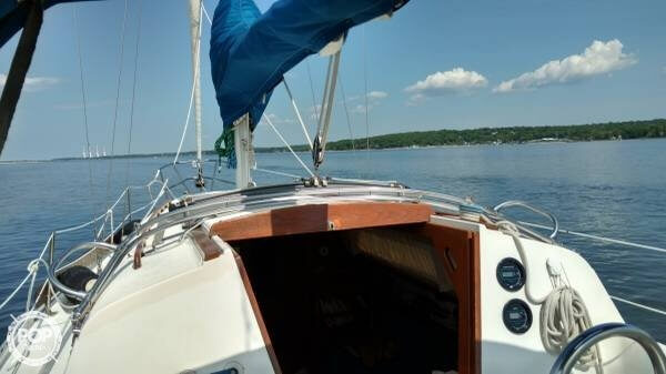 1983 Islander boat for sale, model of the boat is Bahama 30 & Image # 5 of 28