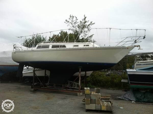 1983 Islander boat for sale, model of the boat is Bahama 30 & Image # 6 of 28