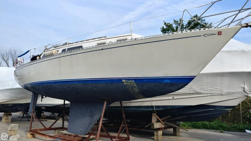 1983 Islander boat for sale, model of the boat is Bahama 30 & Image # 11 of 28