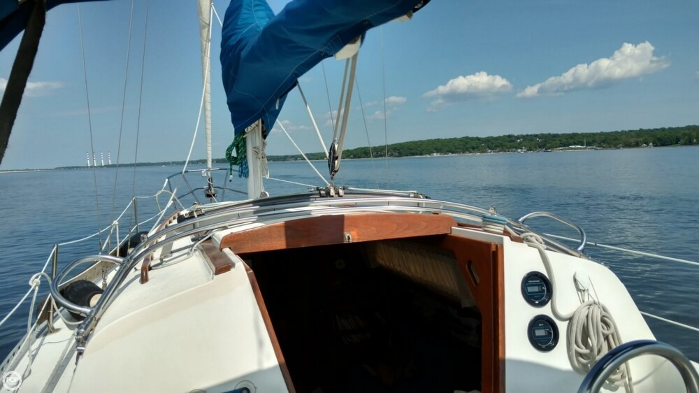 1983 Islander boat for sale, model of the boat is Bahama 30 & Image # 13 of 28