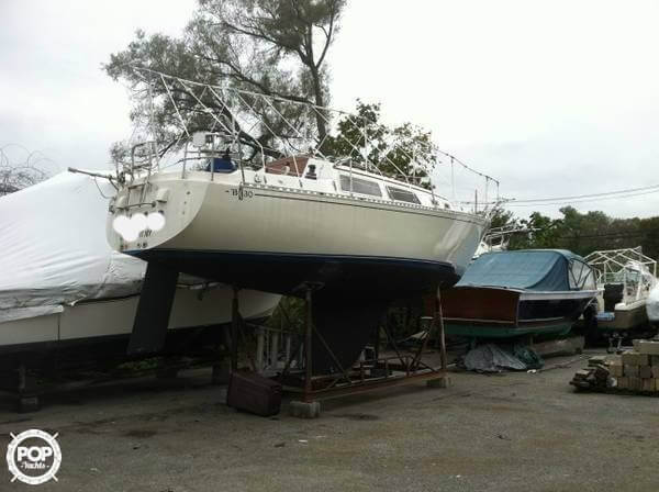 1983 Islander boat for sale, model of the boat is Bahama 30 & Image # 3 of 28