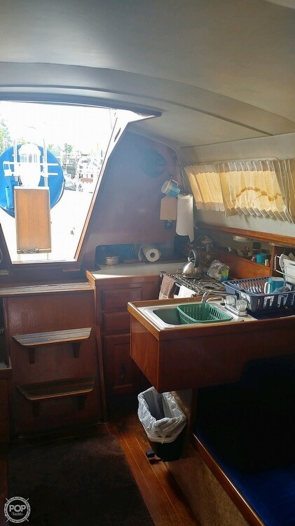 1983 Islander boat for sale, model of the boat is Bahama 30 & Image # 25 of 28