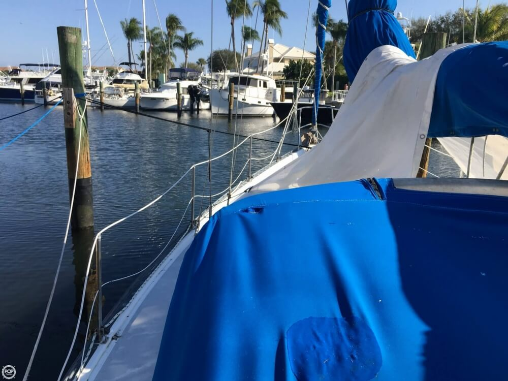 1985 Hunter boat for sale, model of the boat is 36 & Image # 29 of 40