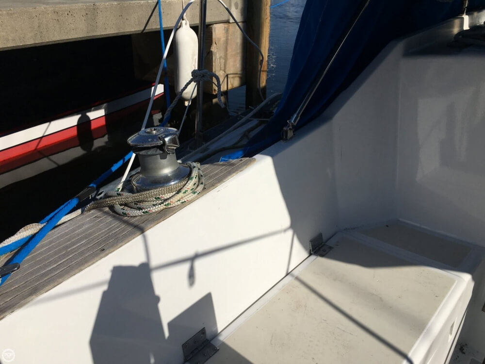 1985 Hunter boat for sale, model of the boat is 36 & Image # 17 of 40
