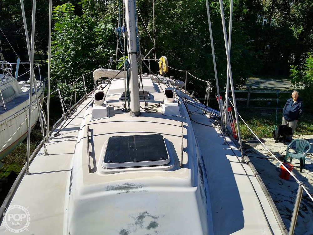 1976 Pearson boat for sale, model of the boat is 35 & Image # 13 of 40