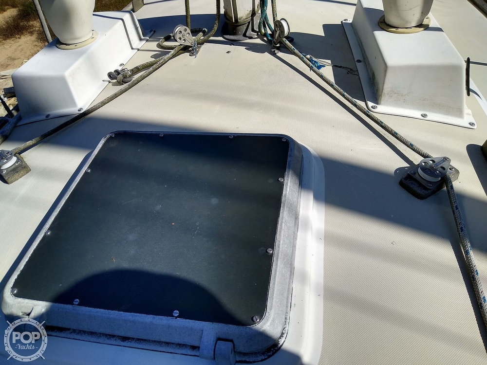 1976 Pearson boat for sale, model of the boat is 35 & Image # 15 of 40