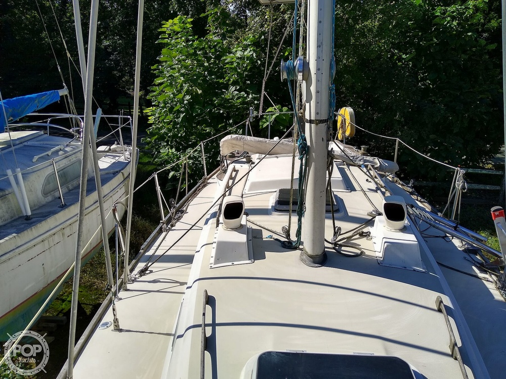 1976 Pearson boat for sale, model of the boat is 35 & Image # 17 of 40