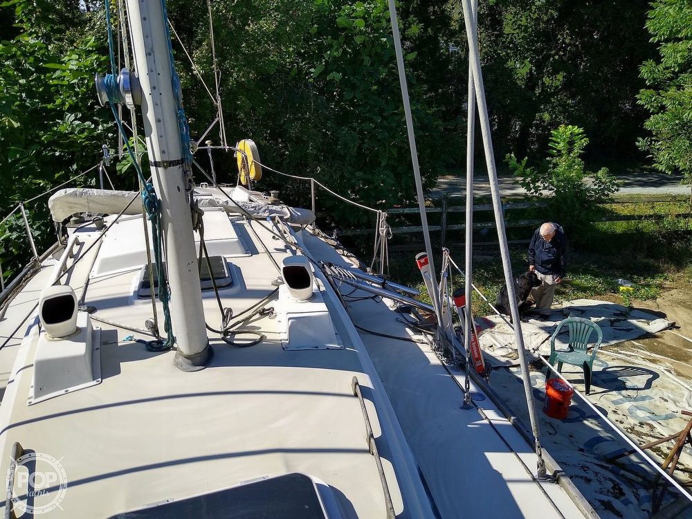 1976 Pearson boat for sale, model of the boat is 35 & Image # 18 of 40