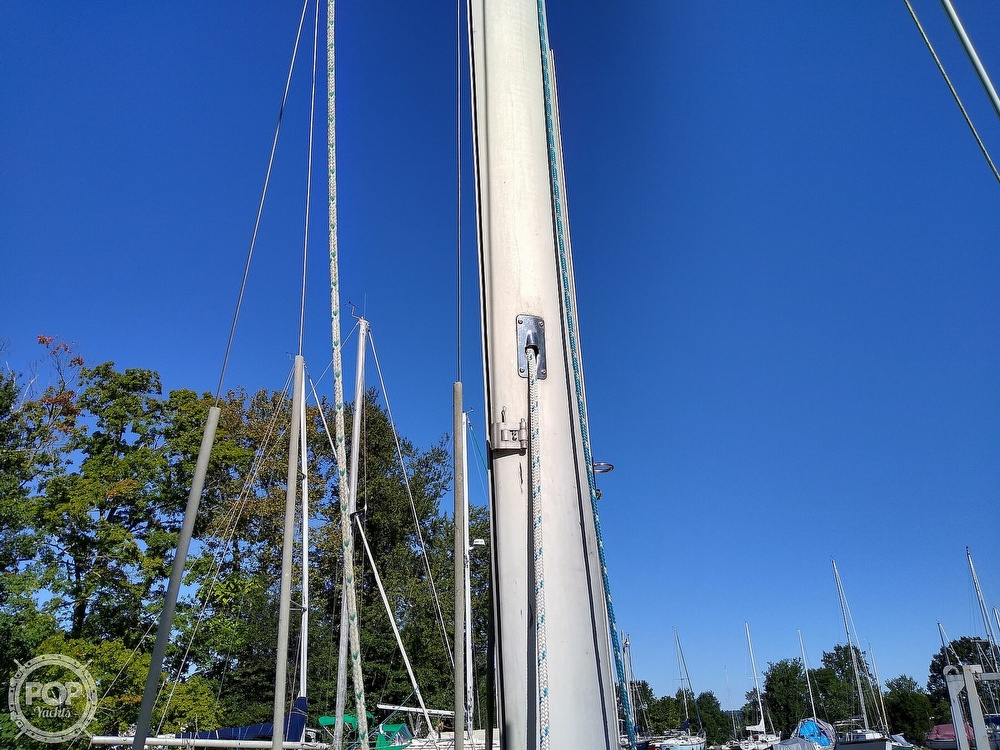 1976 Pearson boat for sale, model of the boat is 35 & Image # 22 of 40