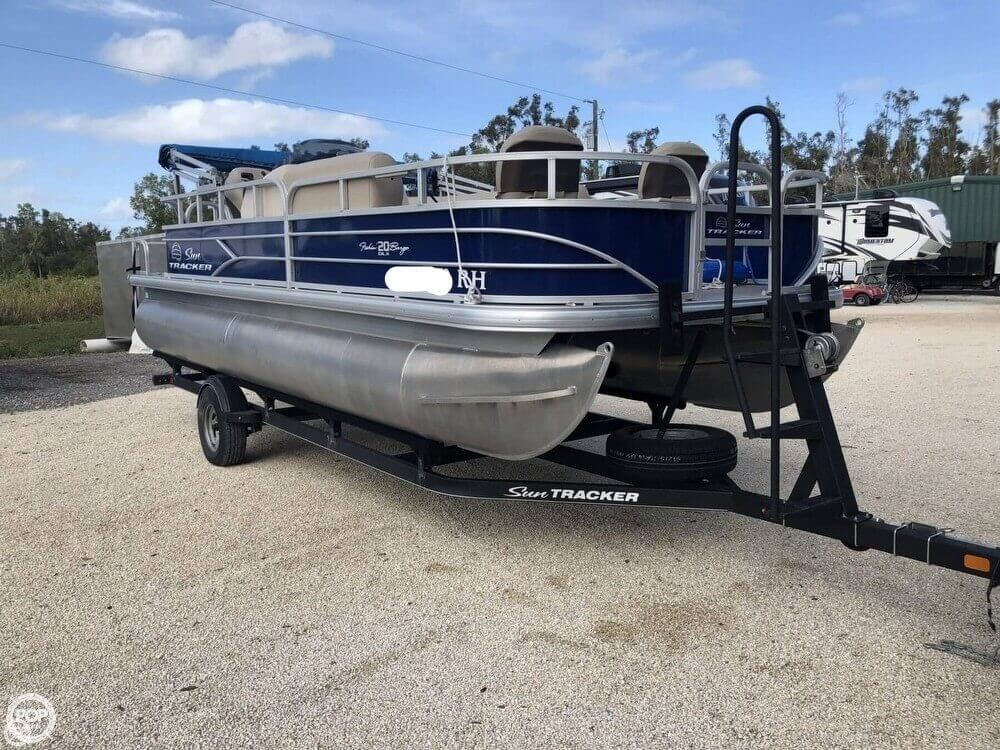 2017 Sun Tracker Fishin Barge 20 DLX For Sale