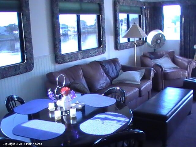 1999 New Orleans Custom Houseboat - Photo #40