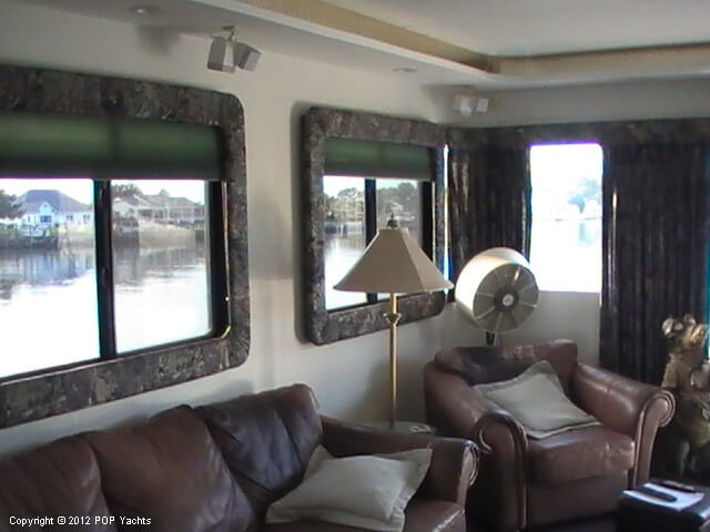 1999 New Orleans Custom Houseboat - Photo #8
