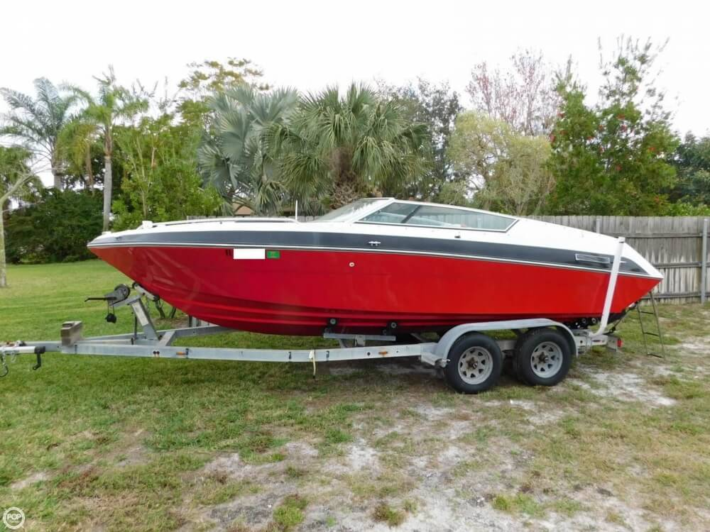 1988 Four Winns boat for sale, model of the boat is Liberator 201 & Image # 2 of 40
