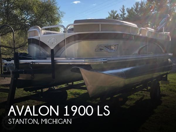 Used Pontoon Boats For Sale in Michigan by owner   2014 Avalon 19