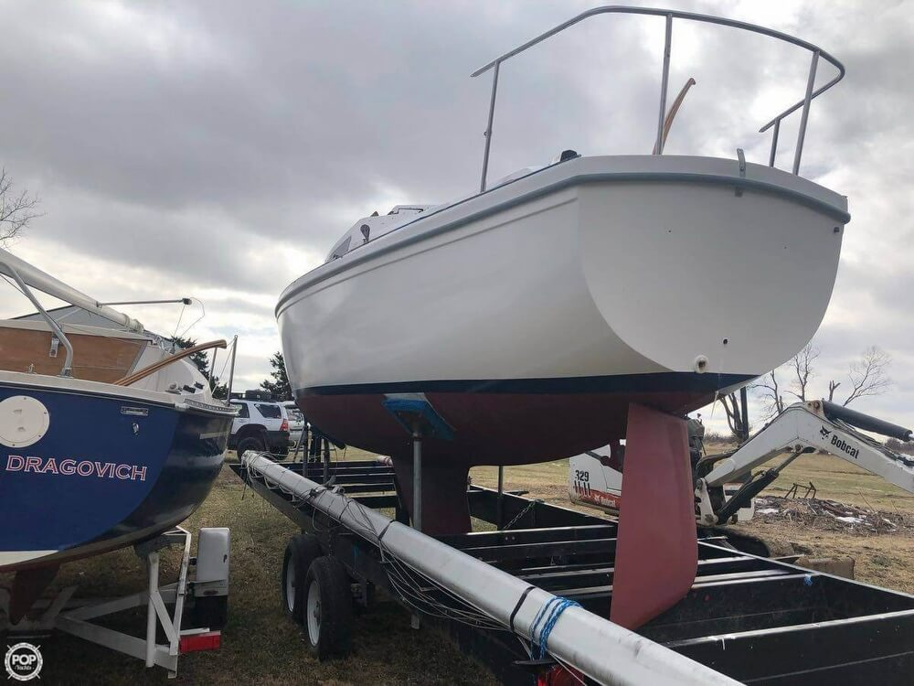 1976 Catalina Yachts boat for sale, model of the boat is 27 & Image # 3 of 9