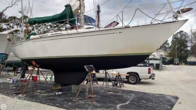 C & C Yachts 34, 33', for sale - $37,800
