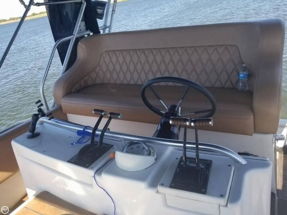 1996 Mainship boat for sale, model of the boat is 40 Sedan Bridge & Image # 12 of 41