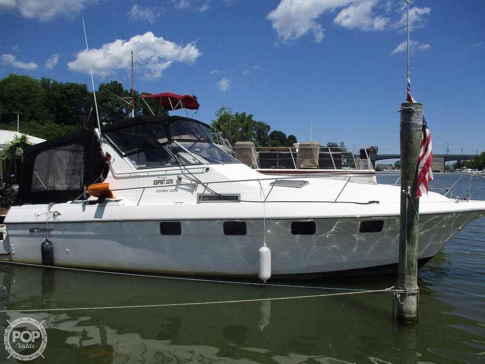 1992 Cruisers Yachts boat for sale, model of the boat is 3370 Esprit & Image # 22 of 41