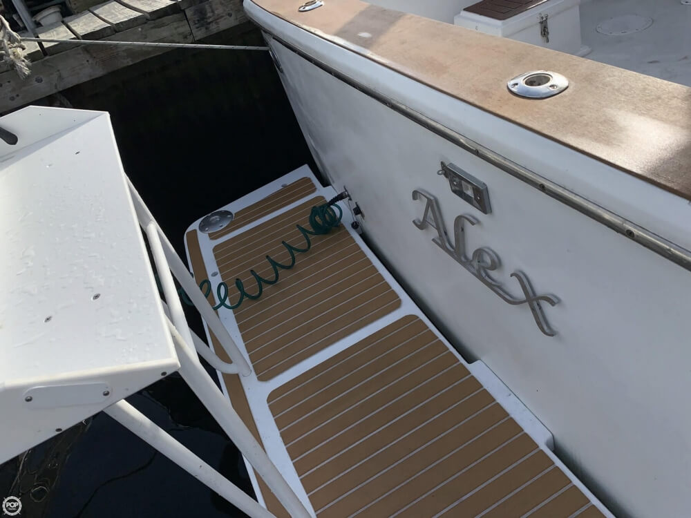 1986 Chris Craft boat for sale, model of the boat is 422 Commander & Image # 35 of 40