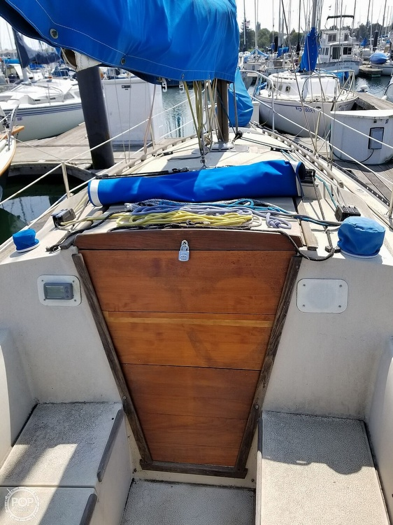 1977 Islander boat for sale, model of the boat is 28 & Image # 10 of 26