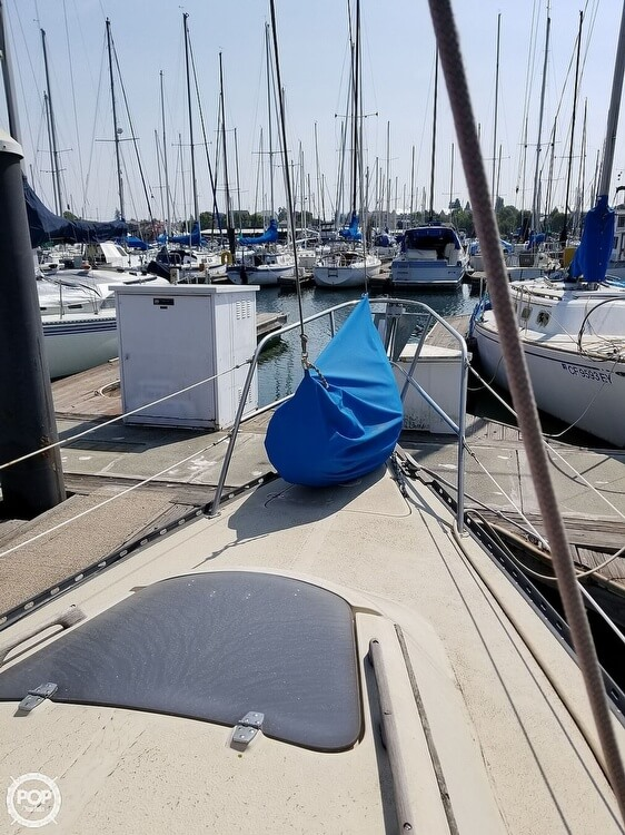 1977 Islander boat for sale, model of the boat is 28 & Image # 9 of 26