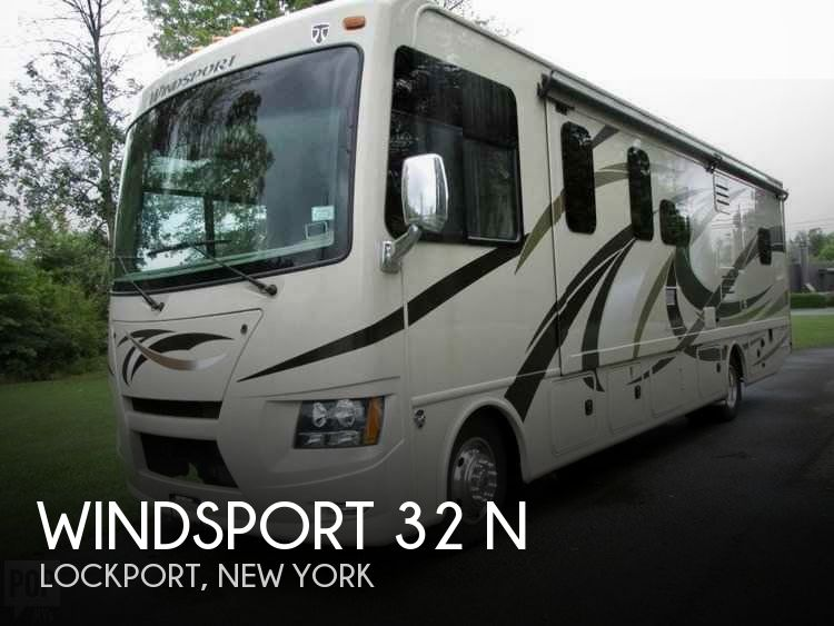 2015 Thor Motor Coach Windsport 32 N
