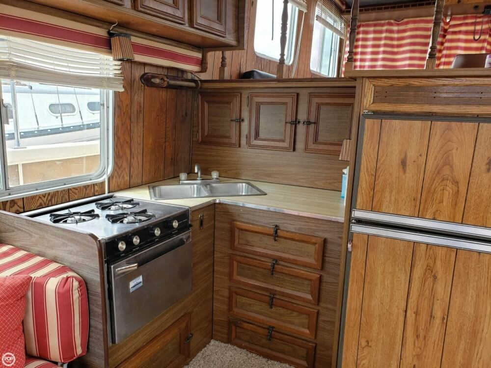 1983 Holiday Mansion boat for sale, model of the boat is 39 Jumbo Barracuda & Image # 27 of 40