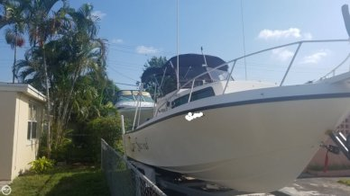 Mako 238, 23', for sale - $14,325