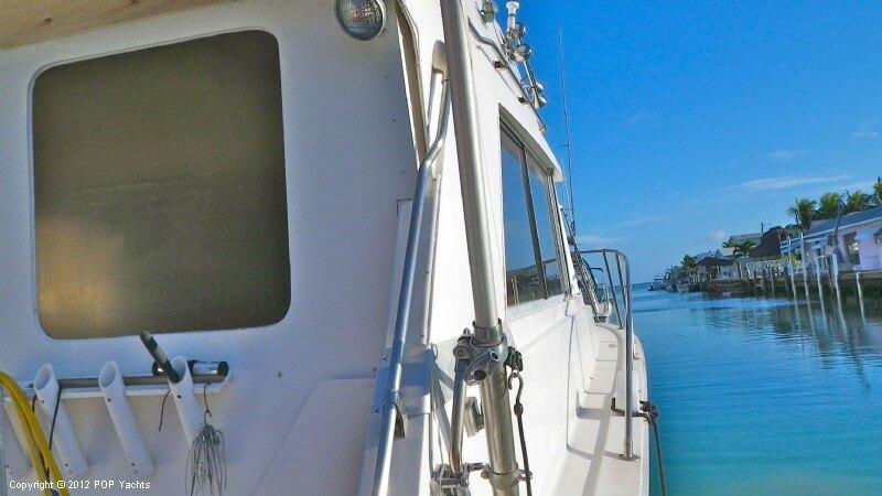 1977 Bertram boat for sale, model of the boat is 33 Flybridge Cruiser & Image # 14 of 40