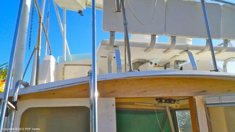 1977 Bertram boat for sale, model of the boat is 33 Flybridge Cruiser & Image # 22 of 40