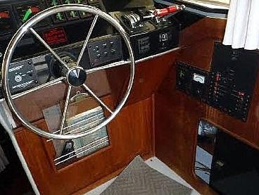 1987 Bayliner 32 - image 3